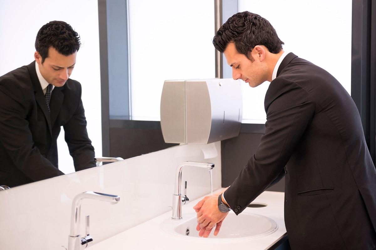 Еве зошто не треба да го носите со себе вашиот телефон кога одите во тоалет