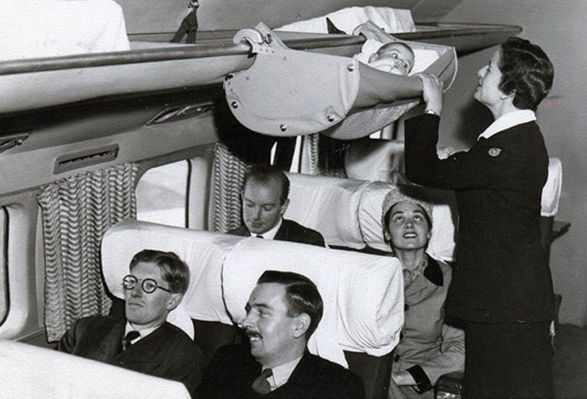 Фотографии од 50-тите години откриваат како патувале бебињата во минатото во авионите