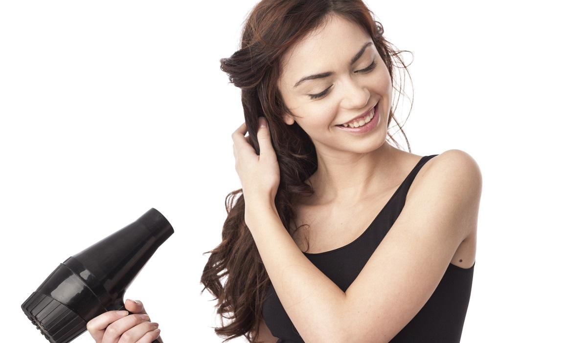 Интересни и корисни начини на кои можете да го користите вашиот фен за коса