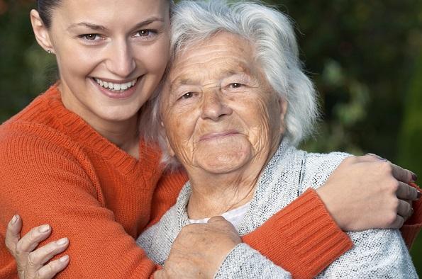 Истражувањата покажуваат: Излегувањето и дружењето со постари личности им го продолжуваат нивниот животот