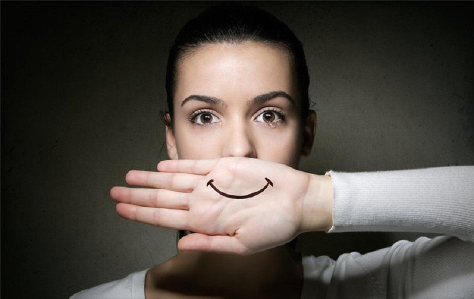 Што се крие зад насмевката на оние девојки кои постојано се смеат?
