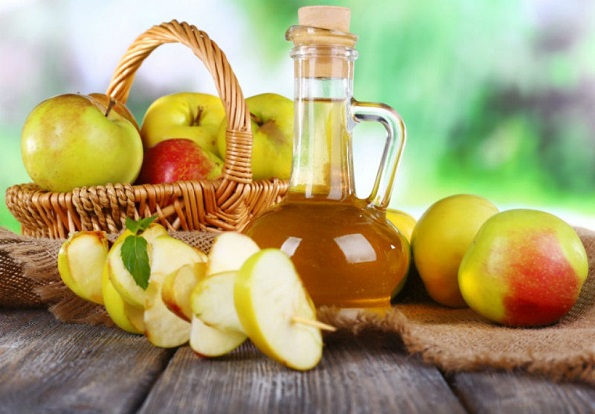 Јаболков оцет: 5 вистини кои мора да ги знаете ако го пиете со цел да ослабите