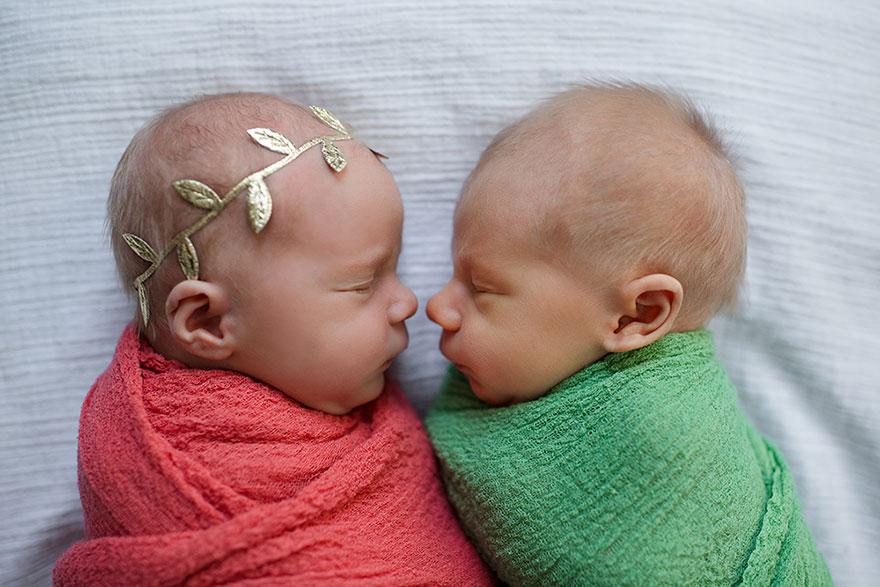 Емоционална фотосесија на новородени близнаци, од кои на едниот од нив не му останува уште долго време за живеење