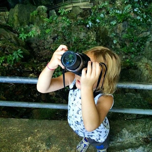 Една мајка ја напуштила нејзината работа за да прошета низ светот со нејзината 5-годишна ќерка