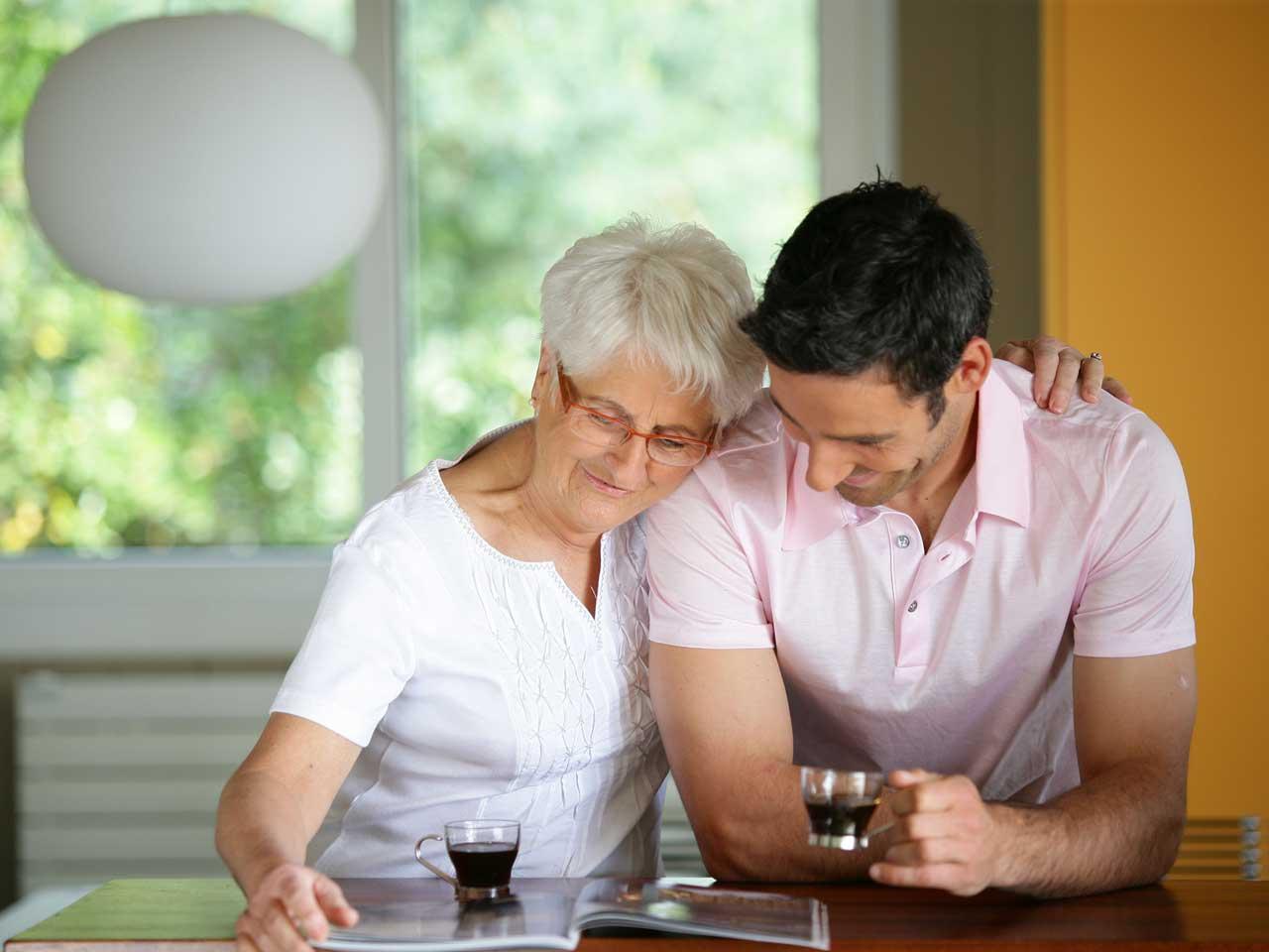 Истражувањата покажуваат: Колку повеќе време поминувате со вашата мајка, толку подолго ќе живее таа