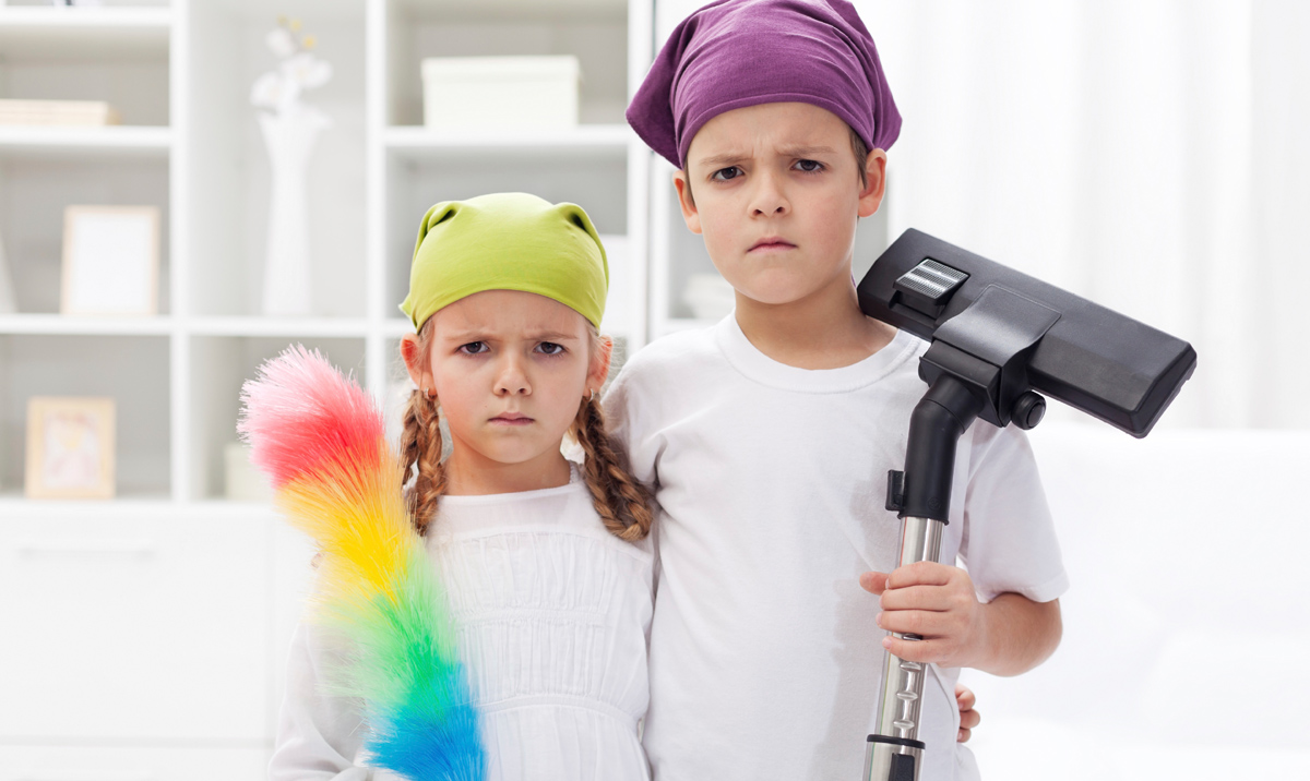 children cleaning their room - 800×480