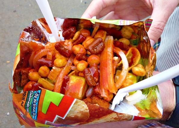 Што јадат луѓето во кината ширум светот наместо пуканки?