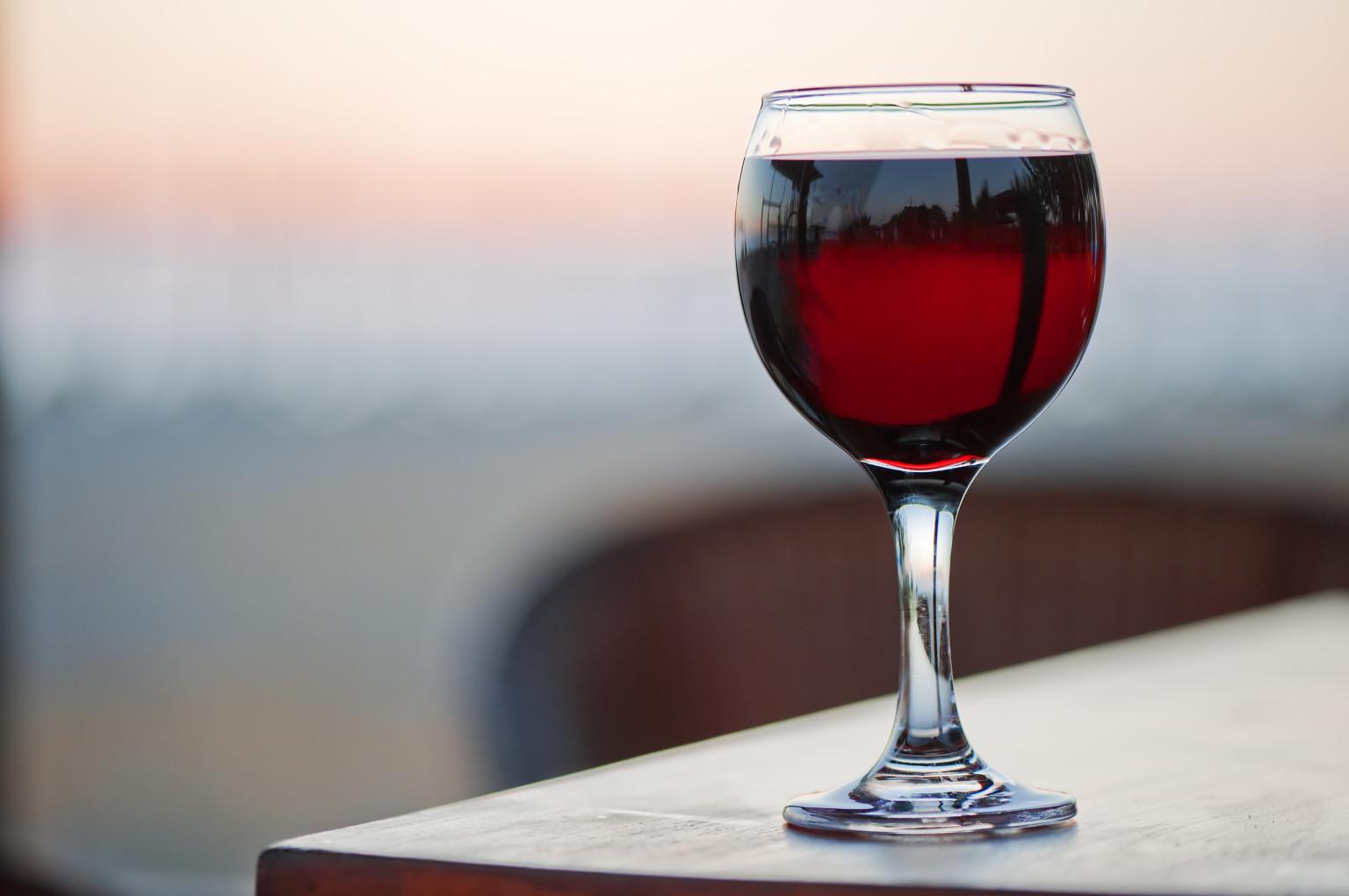 1-kako-pravilno-da-gi-chistite-skapite-chashi-za-vino-www.kafepauza.mk_