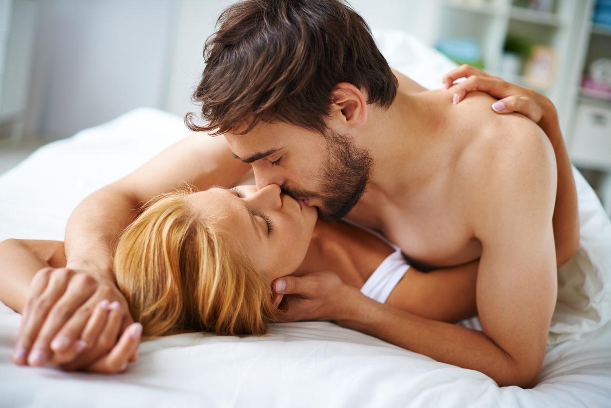 4 видови предигра што ќе ги разгорат страстите помеѓу вас и вашиот долгогодишен партнер