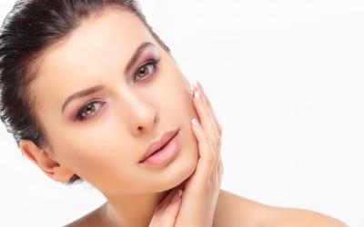 Природна маска која ќе ви помогне да се ослободите од дамките и лузните на лицето