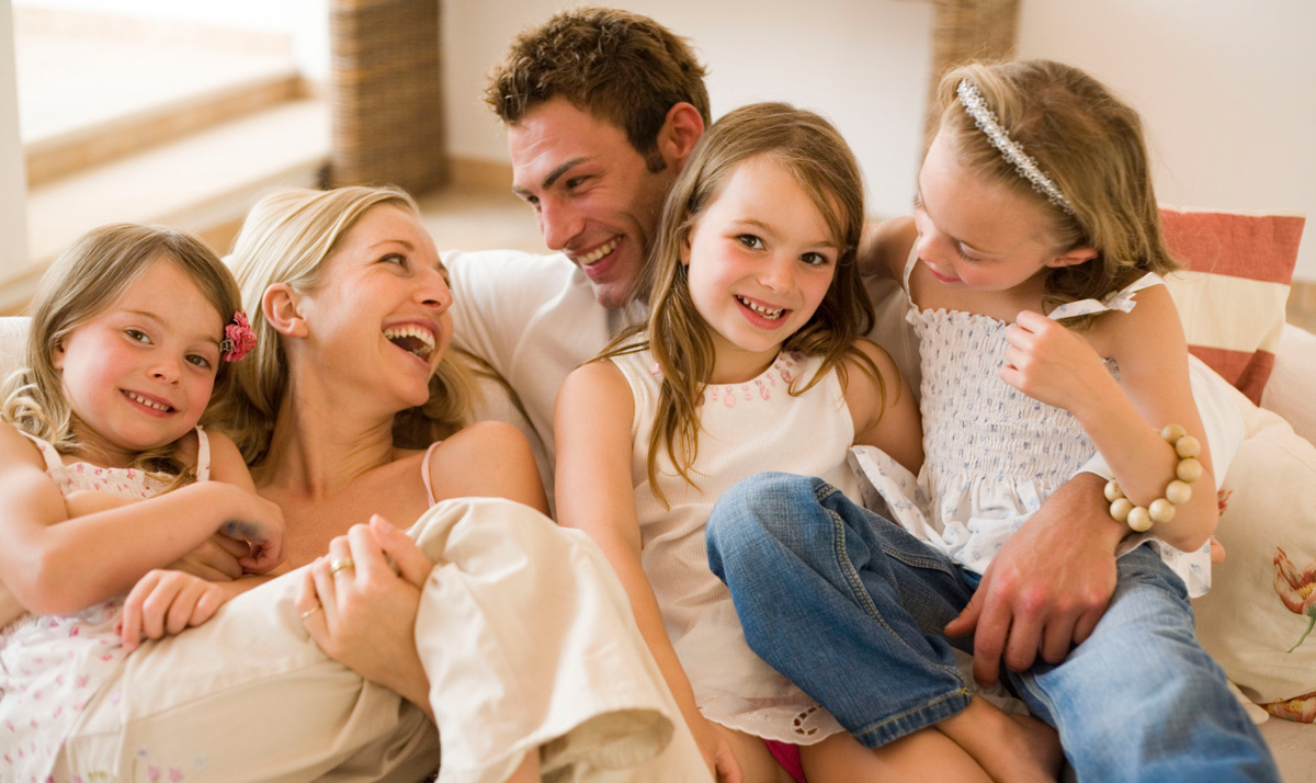 10 начини на кои браќата и сестрите ве прават посреќни, поздрави и подобри личности