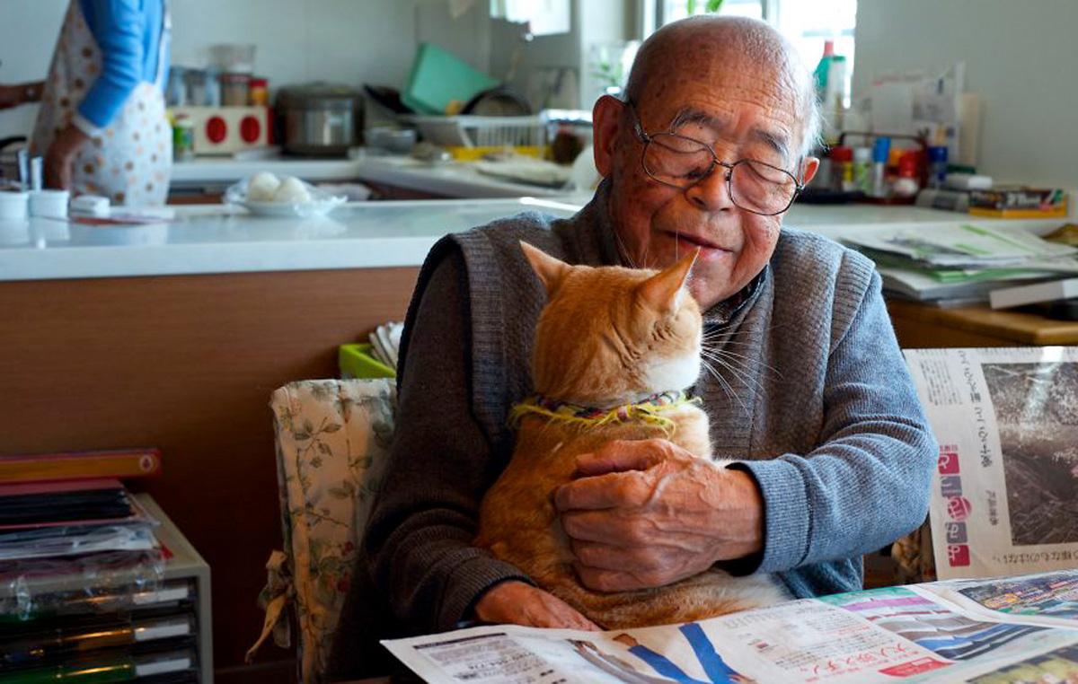 Пријателството меѓу овој дедо и неговата мачка ќе ви го стопи срцето