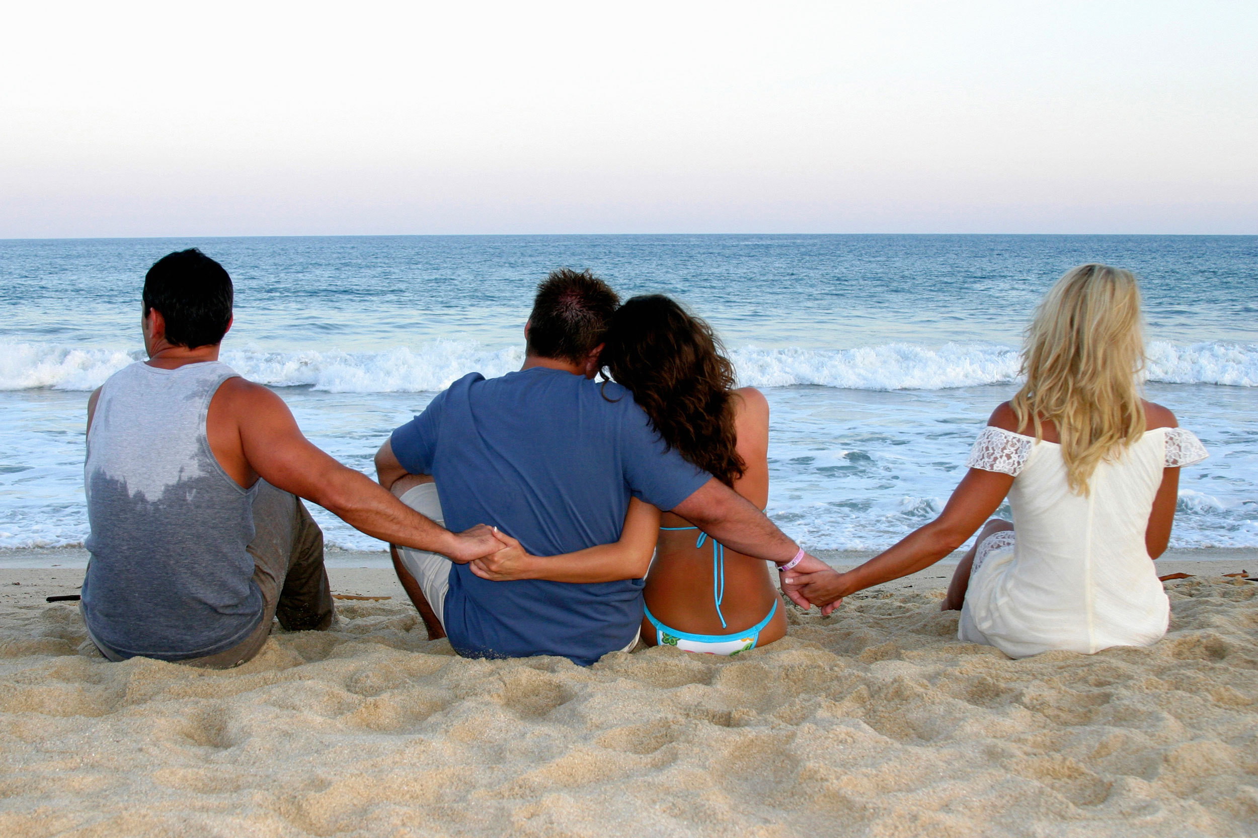 Науката ни покажува дека луѓето во отворени врски се посреќни