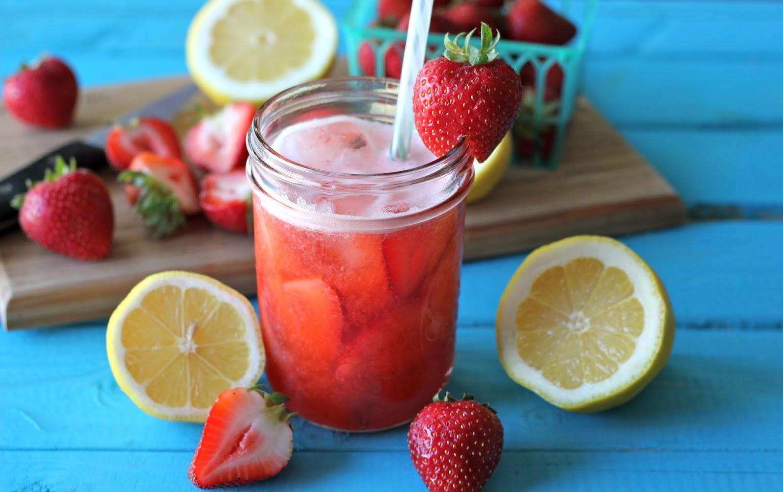 Пролетна лимонада со јагоди