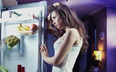 Обожавате да јадете пред спиење? Оваа навика не е толку лоша колку што мислите