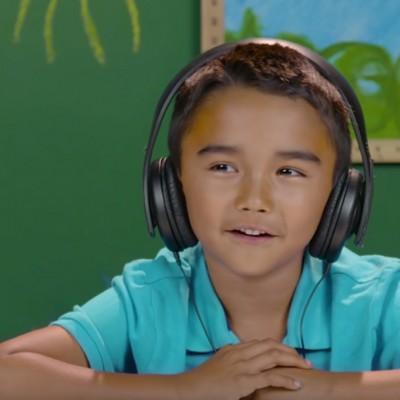 Погледнете како овие деца реагираат кога ќе ги чујат песните на Ред Хот Чили Пеперс