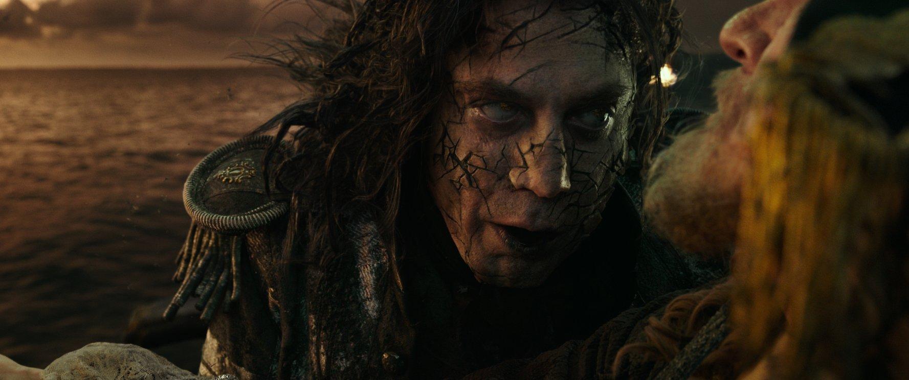 (2) film-piratite-od-karibite-odmazdata-na-salazar-pirates-of-the-caribbean-dead-men-tell-no-tales-www.kafepauza.mk