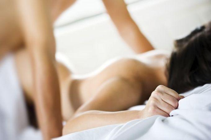 Индиректен начин да дознаете дали партнерот би бил отворен за ваша сексуална фантазија