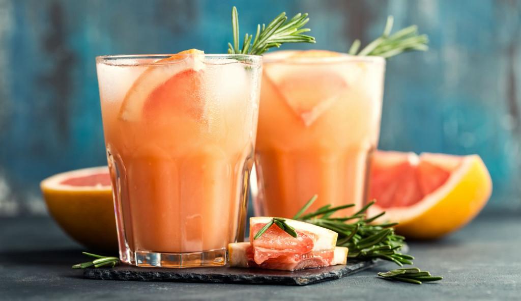 Пијалак од лековита медитеранска билка што скоро инстантно го израмнува стомакот