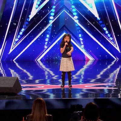 """9-годишната Селин ја воодушеви публиката со нејзината моќна изведба на """"My Heart Will Go On"""""""