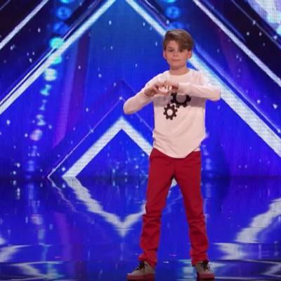 Подгответе ги марамчињата: 12-годишно момче раскажува емотивна приказна преку необичен танц