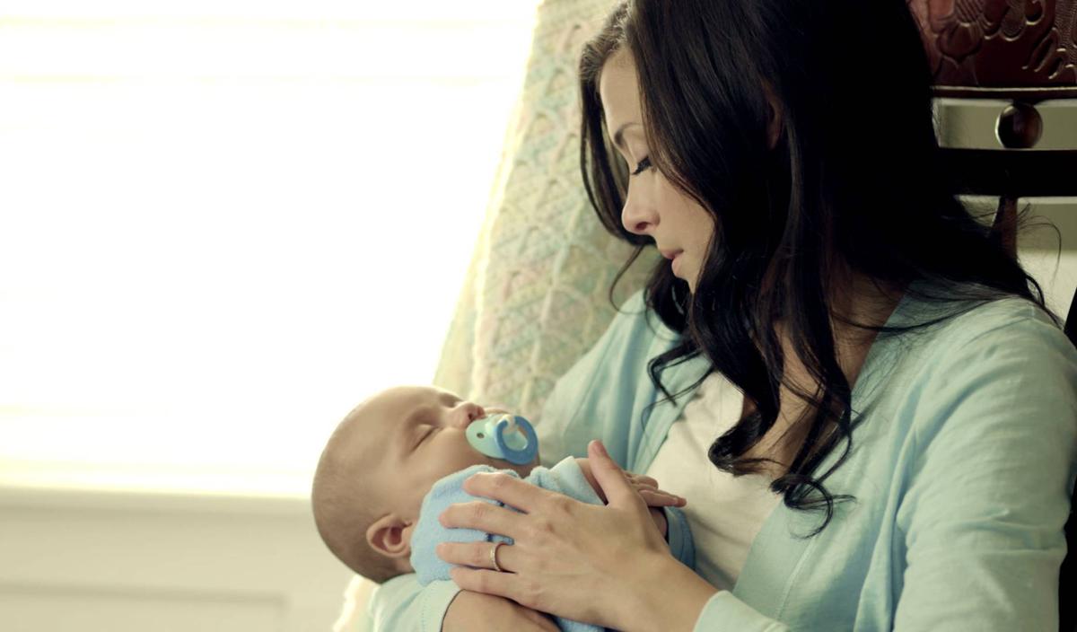 Прекрасни приспивни песнички што веднаш ќе го заспијат вашето бебе