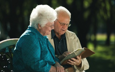 Приказни што ќе ви докажат дека постарите луѓе се полни со љубов и добра смисла за хумор
