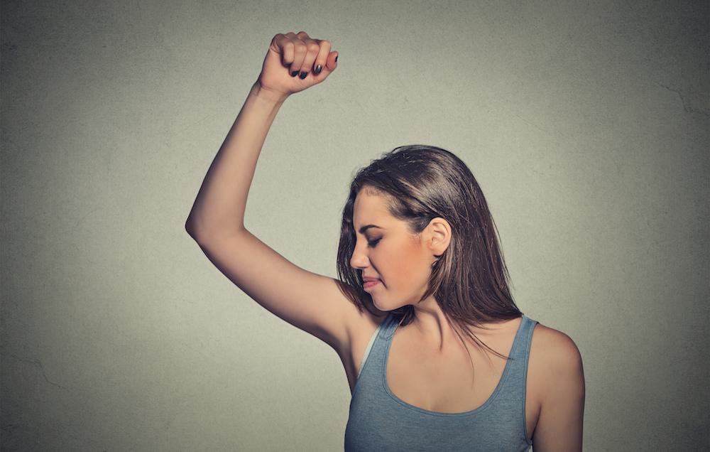 1-vi-otkrivame-nekolku-neobichni-mesta-na-koi-mozhete-da-nanesete-dezodorans-www,kafepauza,mk_