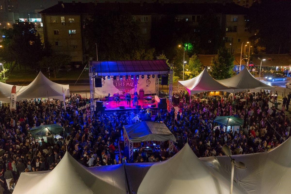 (2) vino-fest-2017-praznik-na-kvalitetno-vino-i-atraktivna-muzika-za-sechij-vkus-www.kafepauza.mk