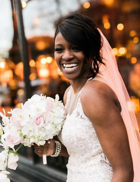 Неодолива реакција: Девојче мисли дека невестата е вистинска принцеза од книгата што ја држи