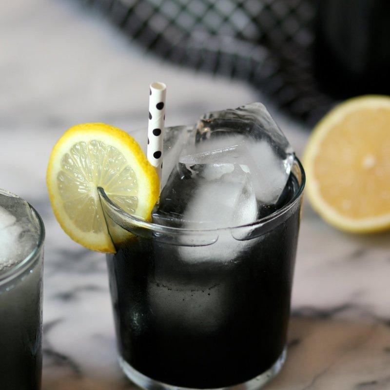 crna-limonada-chudesna-tajna-sostojka-shto-pomaga-pri-podmladuvanje-i-osvezhuvanje-ww.kafepauza.mk