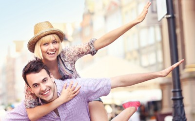 10 карактерни особини што екстровертите треба да ги бараат кај нивните љубовни партнери