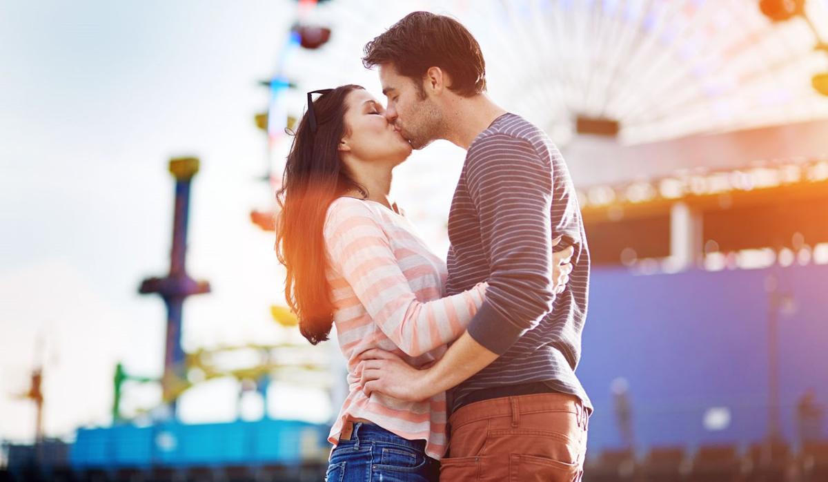 Колку често се бакнувате со партнерот? Дознајте што открива тоа за вашата врска!