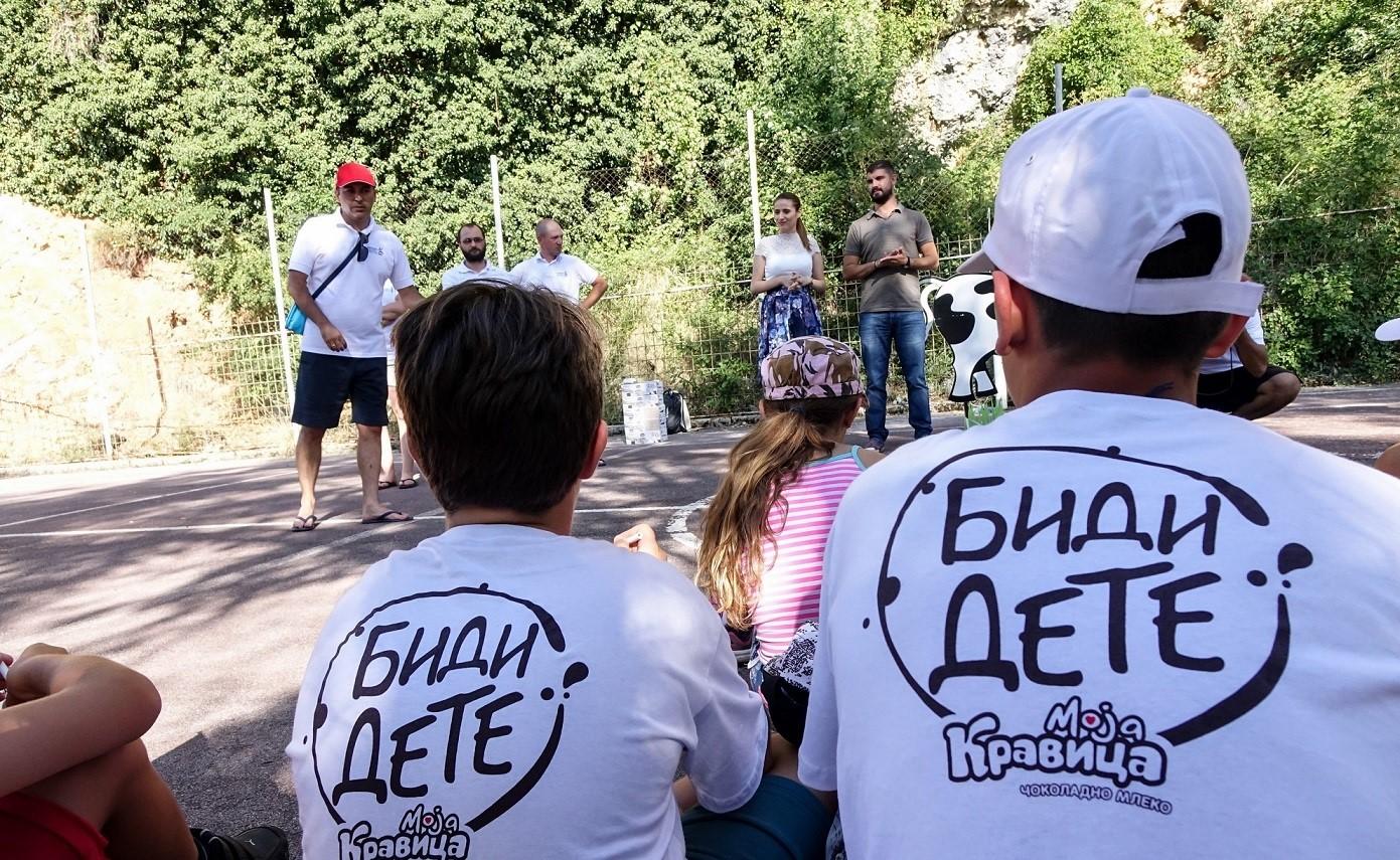 (1) zabava-i-uchenje-so-moja-kravica-na-sportskiot-leten-kamp-vo-ohrid-www.kafepauza.mk