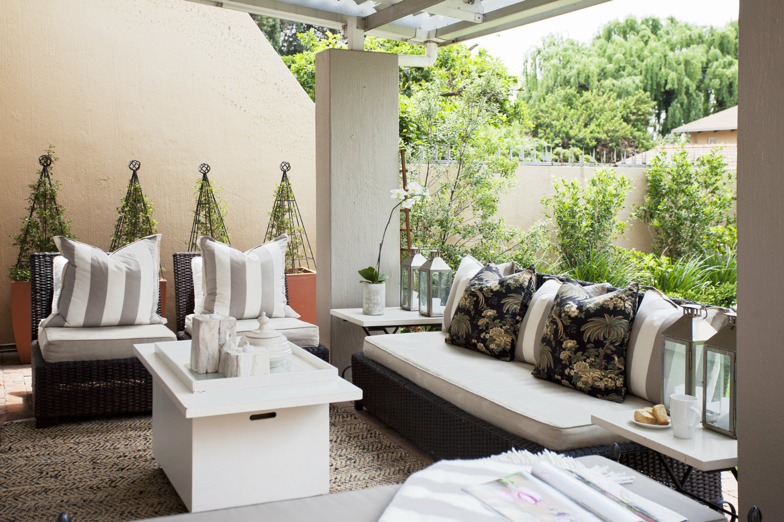 3-kreativno-udobno-i-dostapno-7-soveti-so-koi-vashiot-balkon-kje-go-pretvorite-vo-dnevna-soba-www.kafepauza.mk_