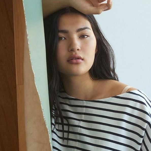 Погледнете ја оваа моделка од Азија која ги руши сите стереотипи со нејзините облини