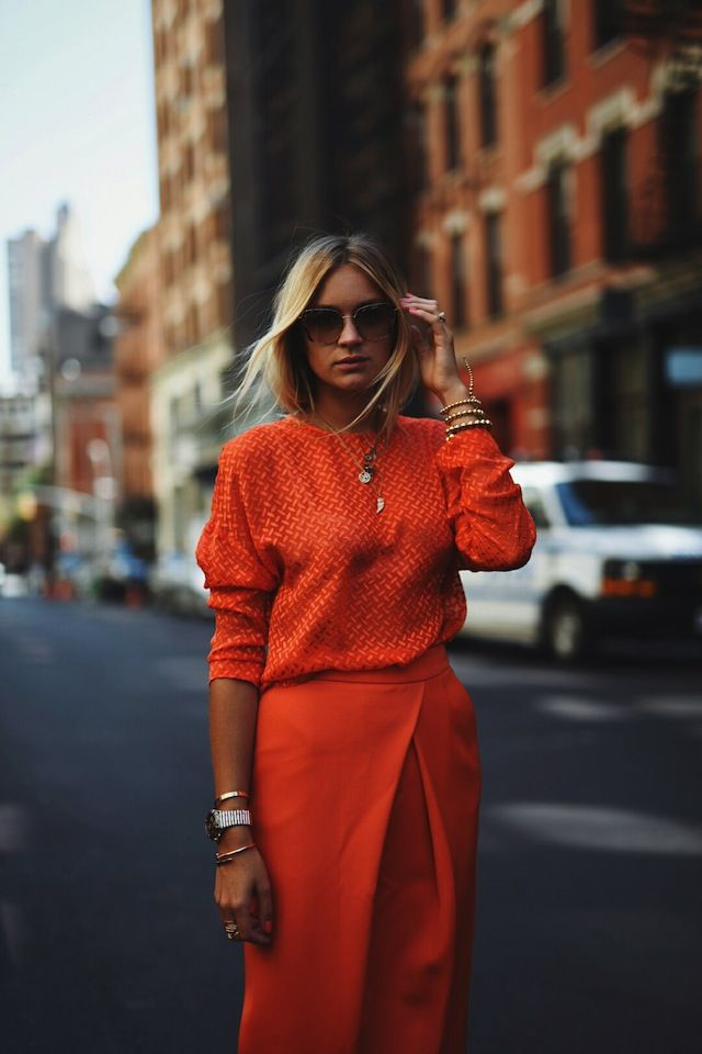 6-vo-avgust-dominira-portokalovata-boja-eve-kako-ja-kombiniraat-zhenite-so-stil-www.kafepauza.mk_