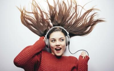 Дали се ежите кога ќе чуете одредена песна? Дознајте што открива тоа за вас!