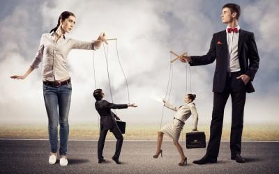 6 тактики што ги користат социопатите, нарцисите и психопатите за да ве замолчат