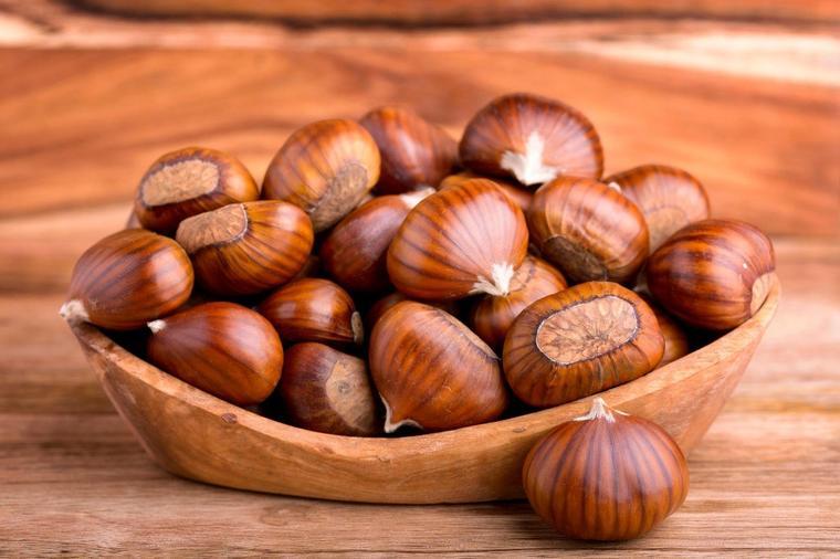 1-kostenite-lekuvaat-duri-13-bolesti-plod-koj-go-chuva-srceto-i-bubrezite-poln-so-magnezium-i-vitamin-www.kafepauza.mk_