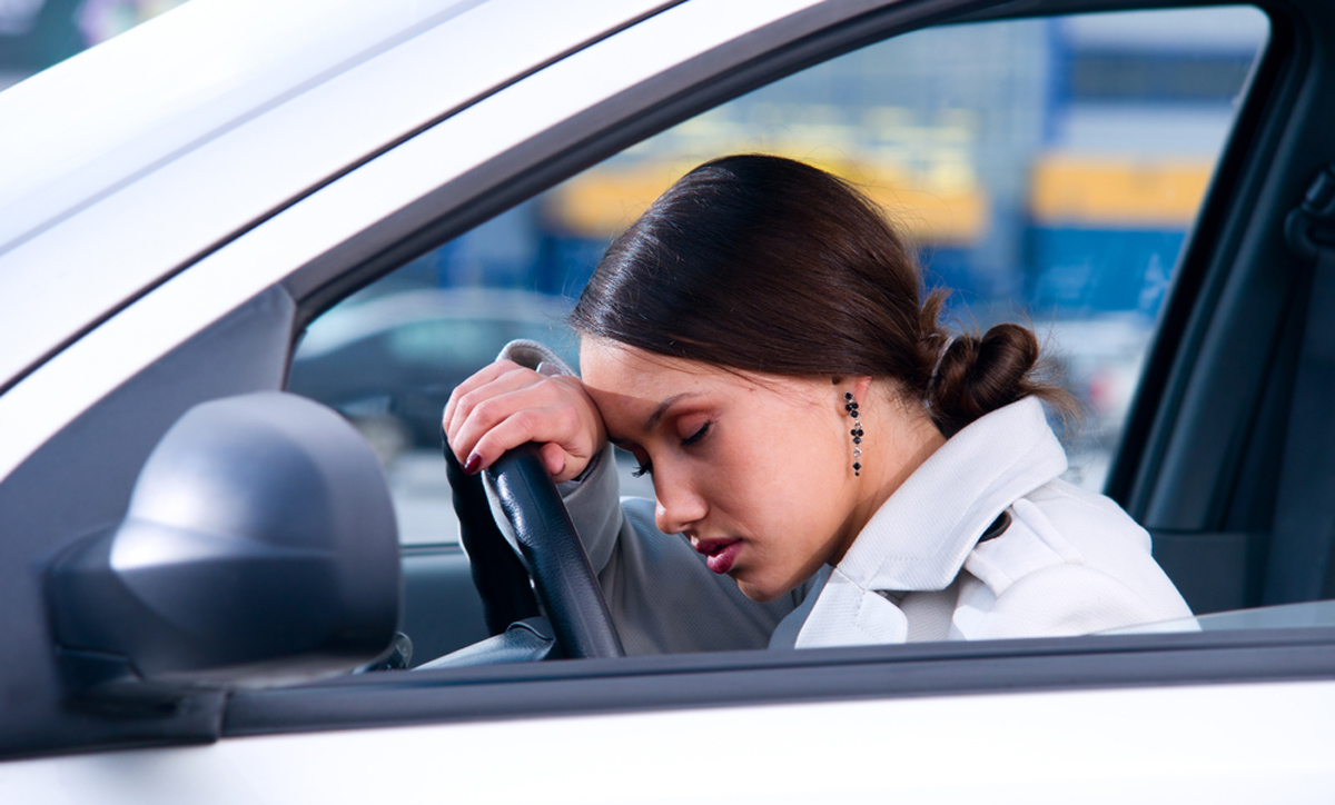 Поспаниот возач е исто толку опасен колку и пијаниот