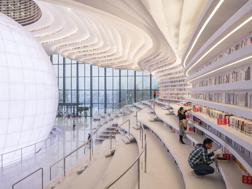 (2)neverojatna-biblioteka-vo-kina-so-futuristichki-dizajn-kafepauza.mk