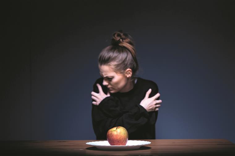 4-narushuvanje-vo-ishranata-dali-idealite-za-ubavina-se-vredni-za-nasheto-zdravje-www.kafepauza.mk_