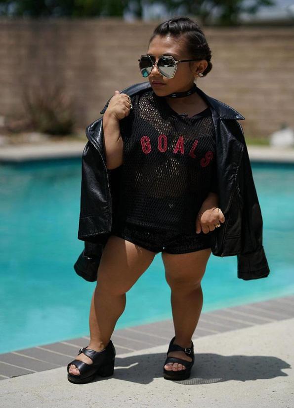 Оваа моделка која е висока само 101 центиметар ги руши сите стереотипи во модната индустрија