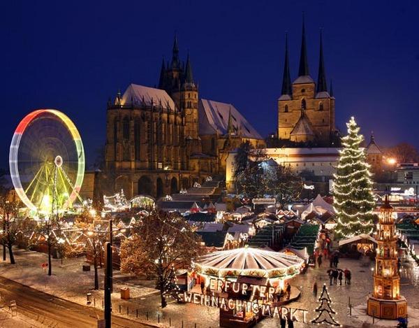 Blick auf den 158. Erfurter Weihnachtsmarkt, aufgenommen am Montag (01.12...