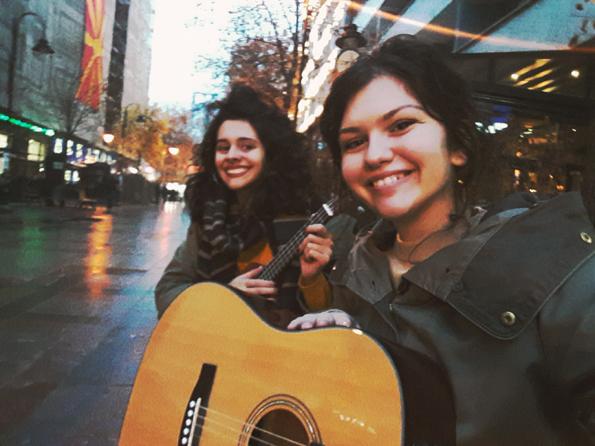 Приказната на уличните музичари во Скопје