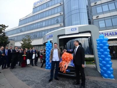 Заврши големата наградна игра на Халкбанк: Фантастичниот Mini One замина за Кичево