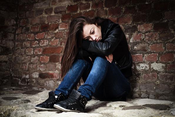 10 суптилни знаци дека вашето дете тинејџер можеби користи дрога