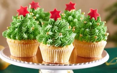 Изненадете ги вашите најблиски со овие 3 брзи десерти во форма на елка!