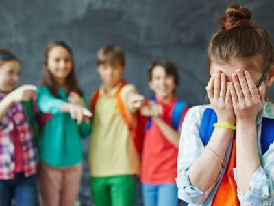 Коренот на врсничкото насилство: Лошото однесување на училишните насилници е прикриен повик за помош